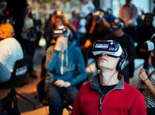 用Gear VR头盔开一间电影院,真有人这么干