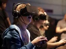 当你看不懂和看不起VR时,很多人已经靠它闷声发