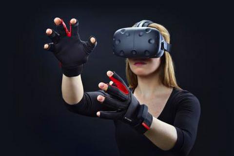 玩VR抱狗壮胆,竟然把狗屁股当成狗