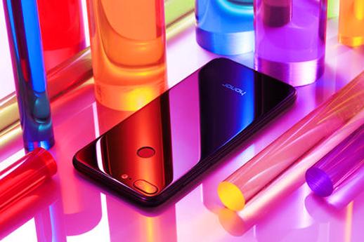 欲打造手机潮流新物种,荣耀10就是这么亮相了