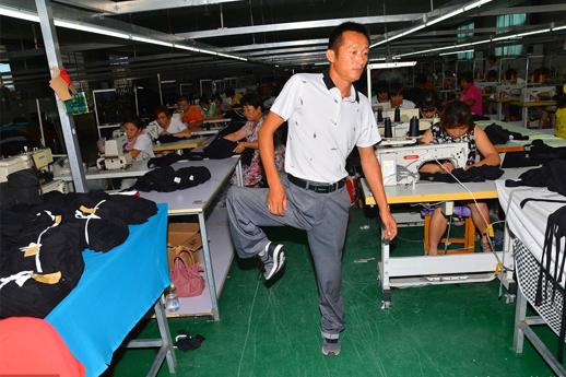 山东男子一条腿走40年,创业一年亏10万,现工厂上百人年入六百万!