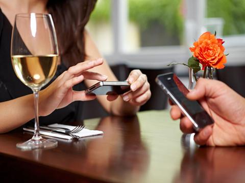 坚果手机驾着七彩祥云,奇酷手机为用户操碎心