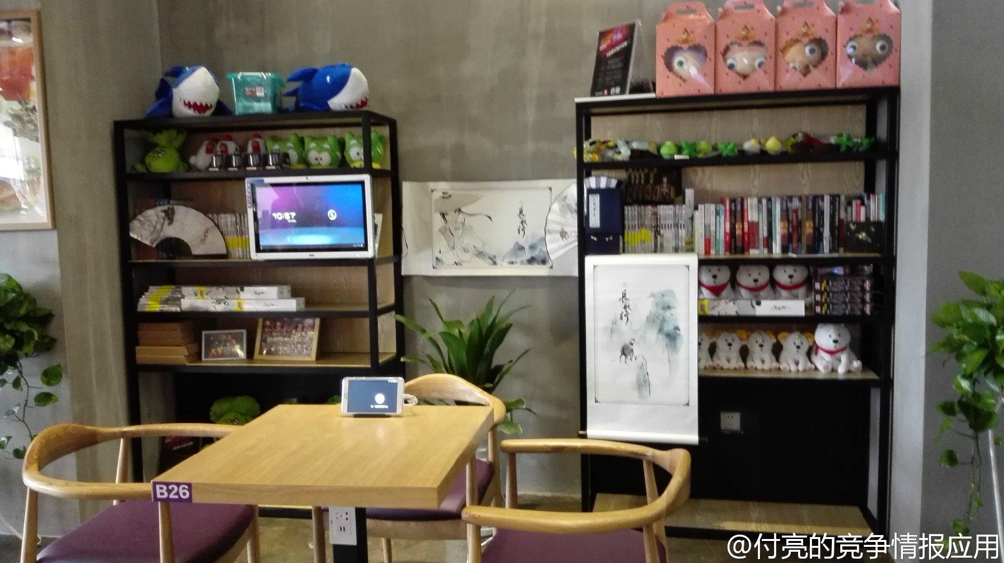 """咪咕咖啡1号店选择开在苏州,就是希望走近高校,打造真正属于年轻人的娱乐生活大本营。咪咕咖啡是对用户业务体验和娱乐方式的全新改变,也是对咪咕""""改变·方式""""理念的诠释。用户通过进店前的门头LOGO与体验游戏,点餐时的美颜咖啡机,就坐后的席卡 餐前游戏 IPAD,4G WiFi的上网体验,到多功能互动屏 主题墙 货架的立体式休闲,可以充分感受到不一样的咖啡3."""