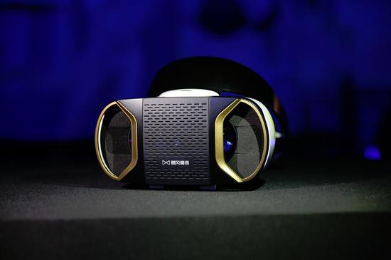 微博日活跃用户量过亿 暴风魔镜推新款VR设备