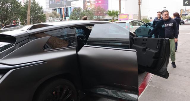 """贾跃亭""""皇帝的新车""""FF91试乘,动力劲超强,图片帅酷了!"""