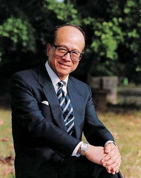 """90岁李嘉诚宣布退休!""""超人""""的一生全靠算命先生指点?"""