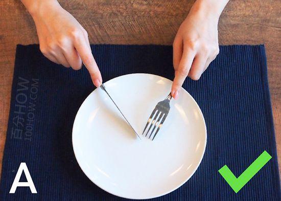 吃西餐刀叉怎么拿,西餐刀叉标准优雅的拿法左右手图解