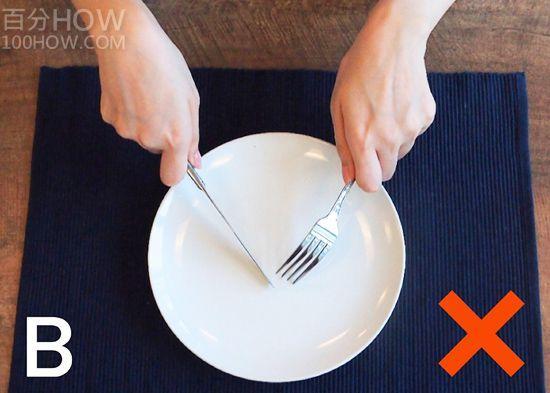 吃西餐刀叉怎么拿,西餐刀叉标准优雅的拿法左右手图解 网络快讯 第2张