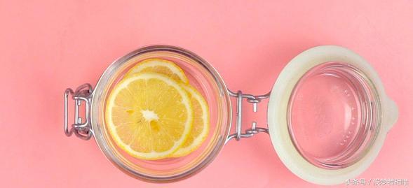 柠檬水的正确泡法美白减肥(掌握小窍门才能喝到正宗的柠檬水) 网络快讯 第2张