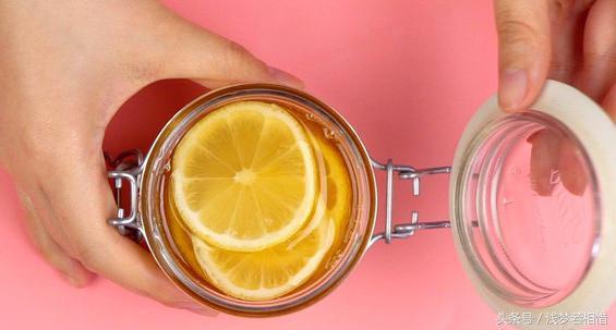 柠檬水的正确泡法美白减肥(掌握小窍门才能喝到正宗的柠檬水) 网络快讯 第3张