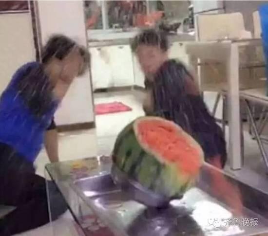 700根皮筋勒西瓜:duang的那一瞬间都傻眼了!