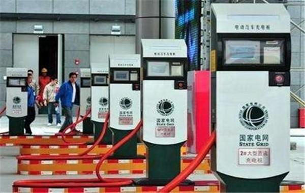 中国首条超级公路即将开通,不限速,支持自动驾驶,自动充电!