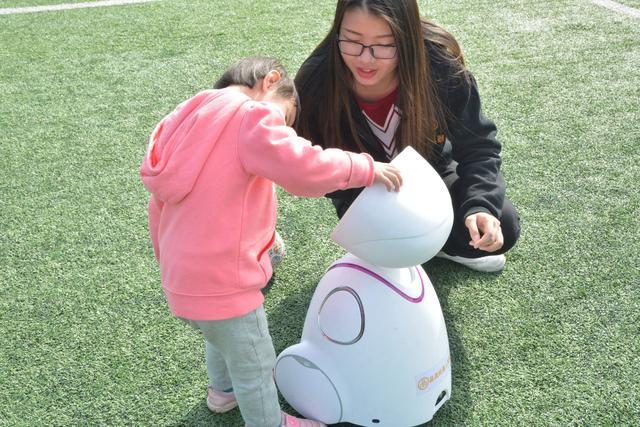 机器人踢足球的动画片,机器人踢足球比赛!