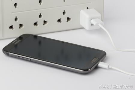 手机开不开机怎么办,这一招解决各种手机黑屏开不了机!