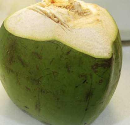 椰子怎么打开喝汁,教你几个小诀窍,不用打开椰子就可以喝到果汁!