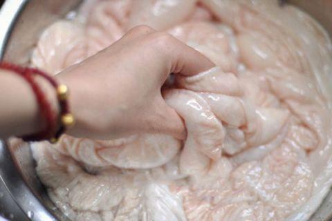 猪大肠怎么清洗的最佳方法(这个诀窍又快又干净)