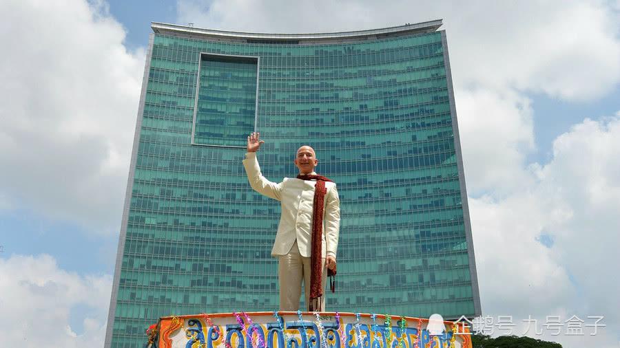 全球首富贝索斯每小时赚一千万美元,却因比员工高一百万倍遭批评!