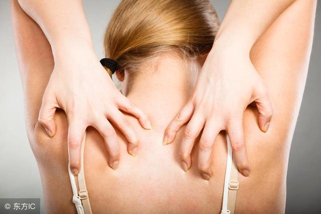 皮肤瘙痒怎么回事,让你很难受?老中医教你这些方法,远离湿疹困扰!