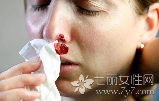小孩经常流鼻血是什么原因(流鼻血止血的小技巧)