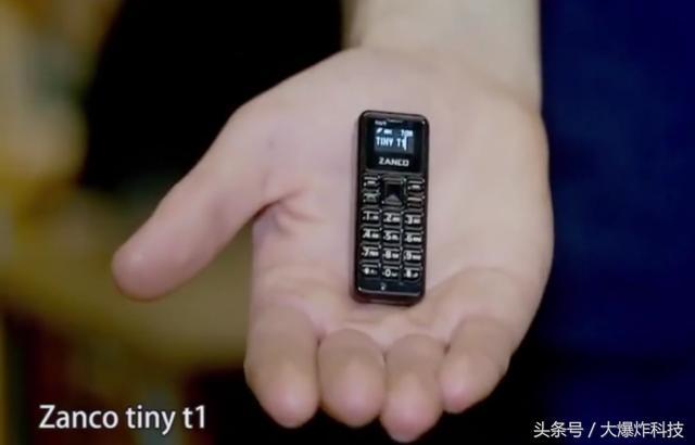 全球最小的手机正式发售!功能齐全:0.49寸比拇指还小 仅重13克