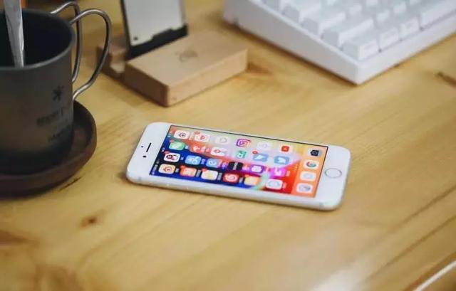 淘宝只卖三千的苹果8,官网却卖4799,里面有什么猫腻吗