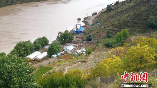 川藏交界山体滑坡形成堰塞湖,消防救援力量已到位