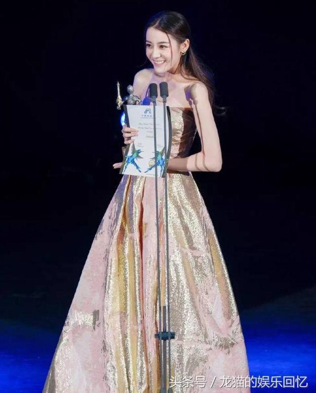 金鹰女神迪丽热巴礼服首曝光 网友:比赵丽颖那件丑太多了!