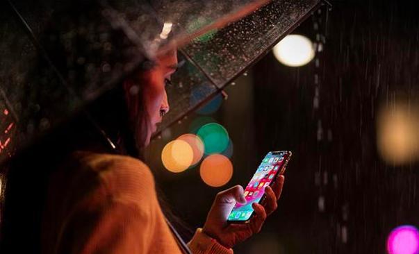 大家使用手机都会贴膜,但设计师是有门道的,这下心思白费了