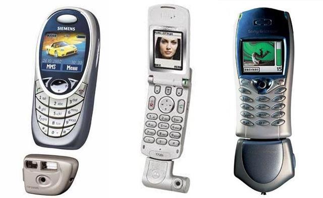 打孔屏手机不能忍?学学十六年前的外置前摄!不用就拔下来