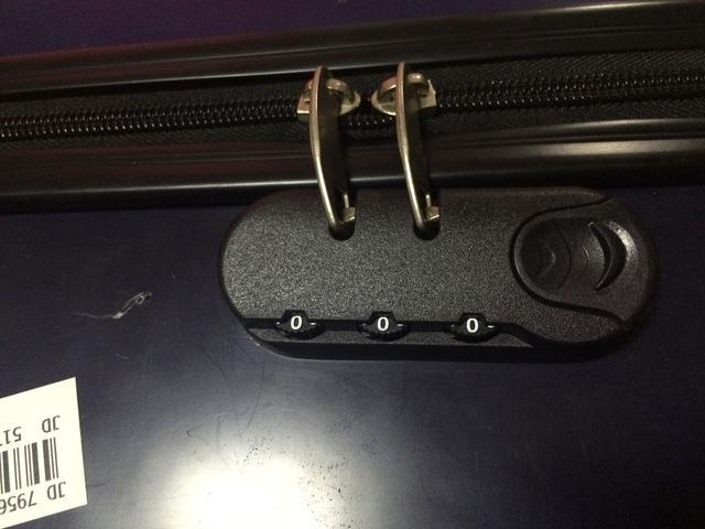 忘记行李箱密码怎么办?这个方法简直太棒了!