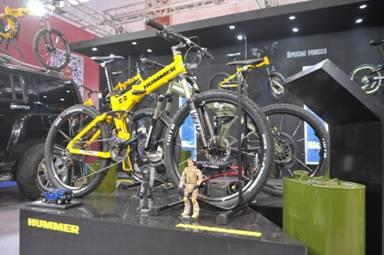 """越野之王""""悍马""""亮相国际自行车展"""