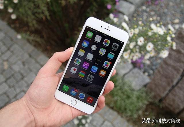 """就是要用iphone6s!换电池都不换的""""苹果神机"""""""