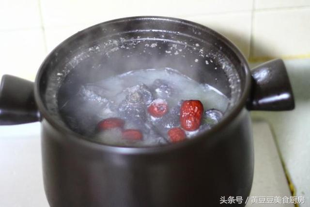 乌鸡汤,怎么做最好喝?试试这个方法,炖一锅喝完还想再喝!