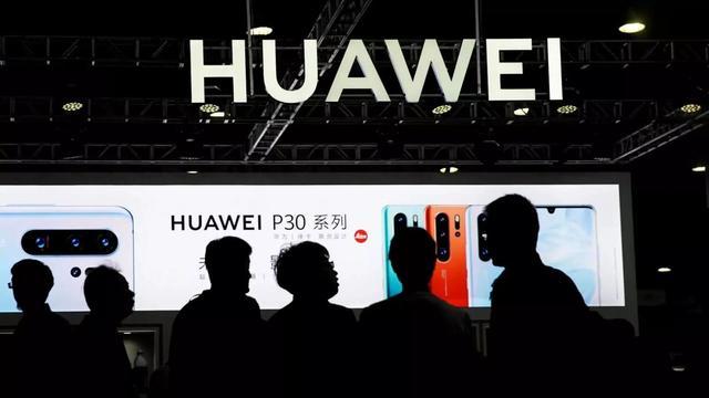 中国狂建35万个5G基站!美国倒吸一口冷气,再一看价格服了!