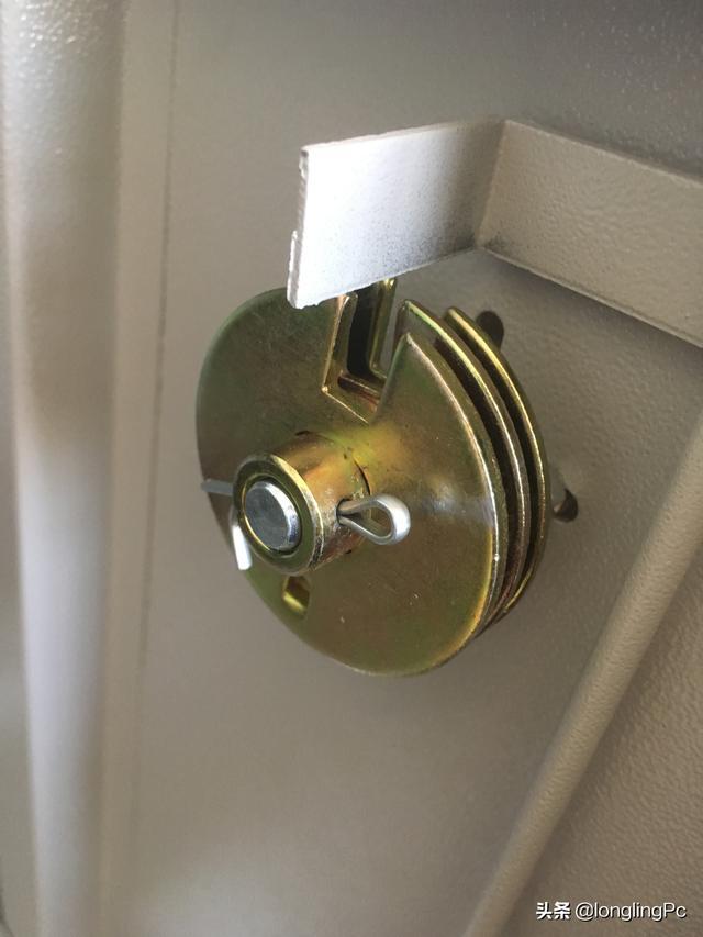 三组转盘密码锁如何开?