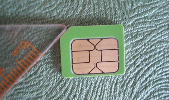 手机是小卡槽却没剪卡器?教你用剪刀来剪卡