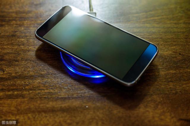 """手机充电""""一夜不拔"""",对电池到底有没有坏处呢?"""