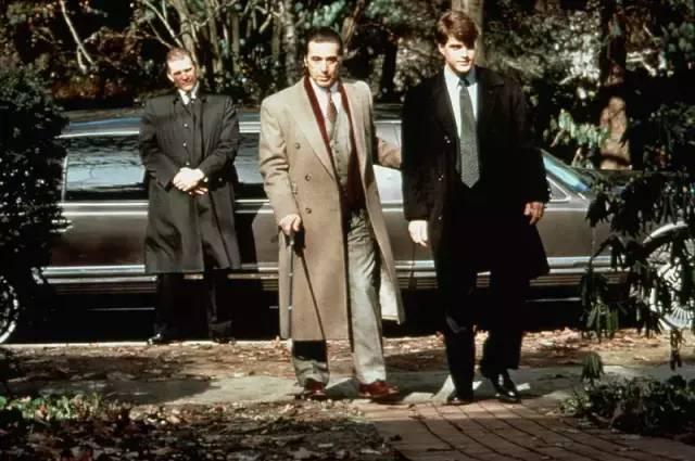 这影帝身高只有一米七,饰演的黑帮老大和盲人,气场碾压大长腿