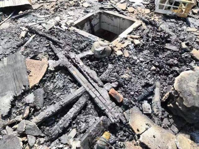 突发!今早8点多 南昌市区一楼房发生火灾 疑与违章搭建有关