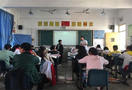 教师学生心连心 送教下乡情意浓雨城二中教师到草坝开展下乡支教活动