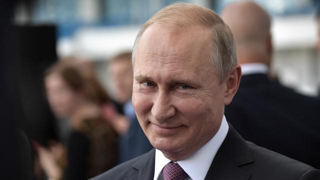 俄罗斯四面受敌处境艰难,普京突然下达出击命令,出乎西方预料