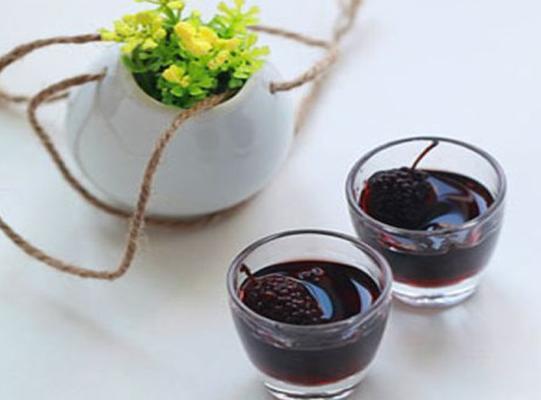 家中自制桑椹酒 营养丰富做法简单