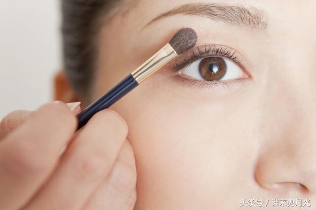 小眼睛变大的方法化妆技巧 学习让你变美的小知识