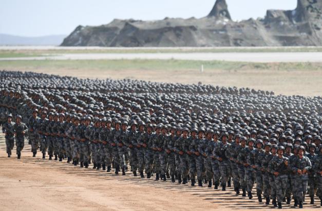 中国现役军人的数量为什么越来越少?原来是考虑周全