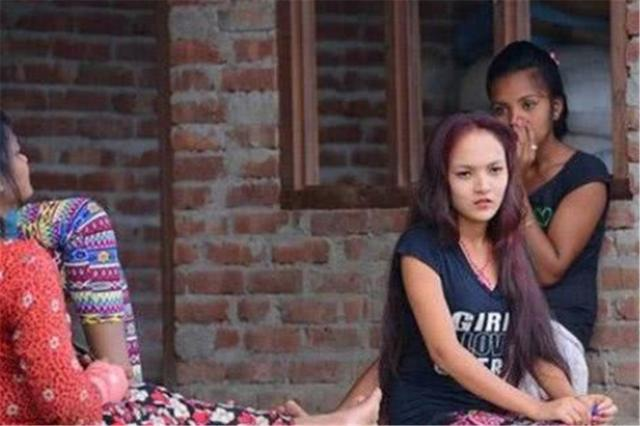 """尼泊尔的""""一妻多夫""""有点尴尬,看完她们的生活后,满满的心酸"""