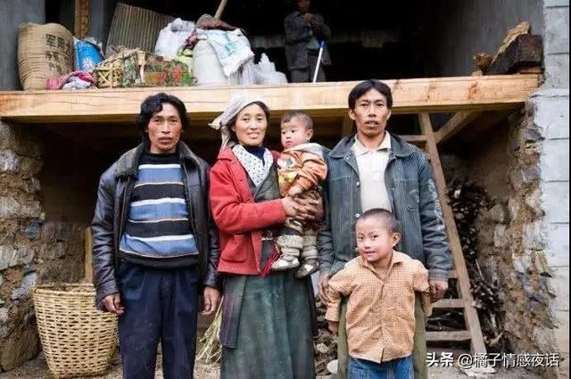 """女孩同时嫁5丈夫:华裔教授建议的""""一妻多夫"""",究竟获利的是谁"""