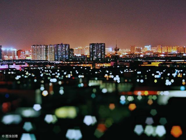 一个人走在街道上dj_真实北京夜店:打架的扔出去,DJ提神靠酒,IT精英最有钱,明星 ...
